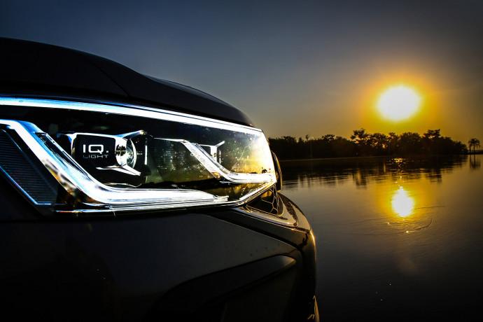 Volkswagen Taos traz iluminação muito avançada nos faróis